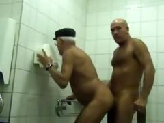 fudendo no banheiro