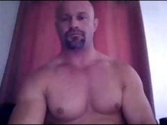 str8 daddy shows off that is pumped up bod and