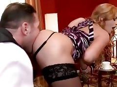 family bondman licking hawt blond lady
